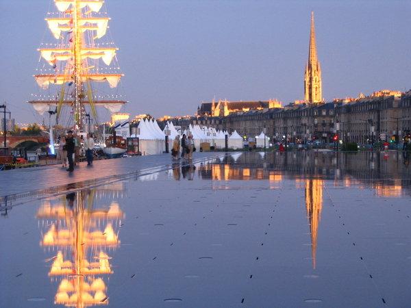 Bordeaux au del du miroir d eau 2 eclats de mots for Au dela du miroir