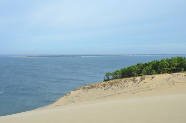 au loin le Cap Ferret vu depuis la dune du Pilat